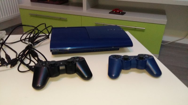 Vand consola PlayStation 3 SuperSlim